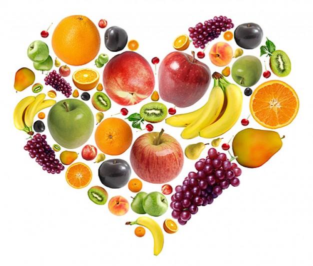 fruta-composta-de-material-em-forma-de-coracao-em-camadas-pas_35-41770