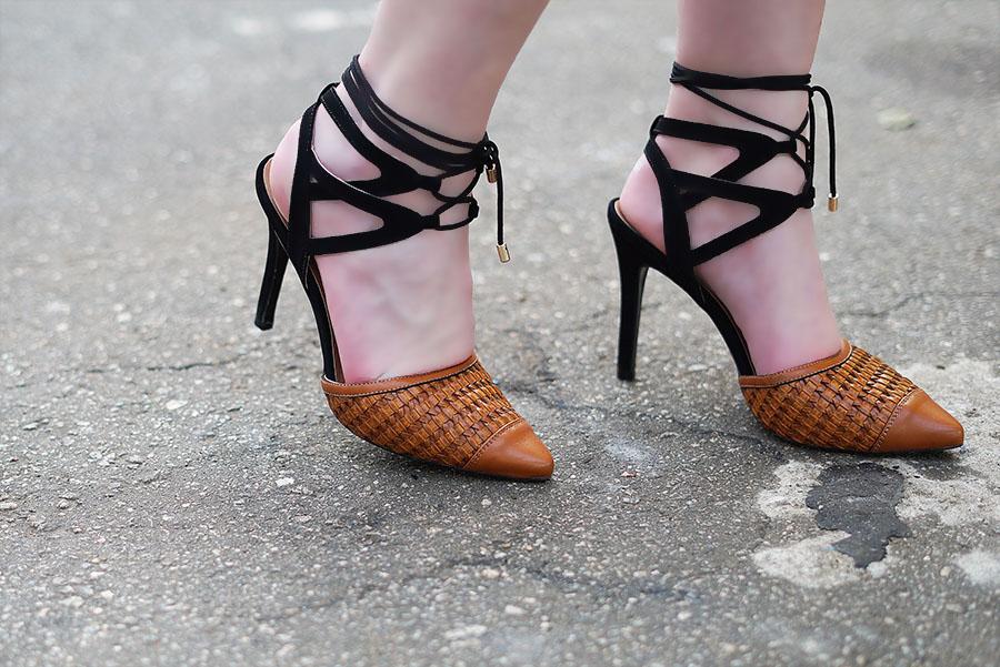 calcado-camminare-sandalia